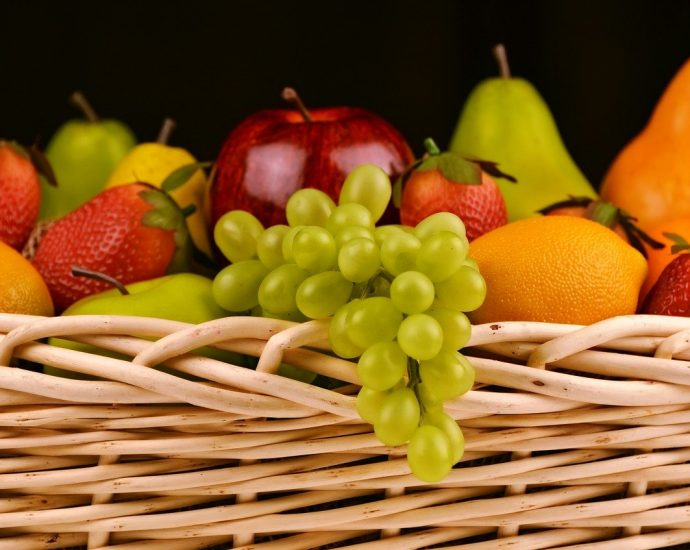 Kosz z owocami dla pracowników - dlaczego warto?